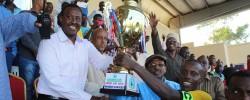 Somali FA President Abdiqani Said Arab presents the super cup trophy to Horseed FC captain Fuad Ahmed Nur PHOTO   Somali Football Federation Media Department,  www.kismaayodaily.com - your gate way of Somali/Djibouti Sports news around the world